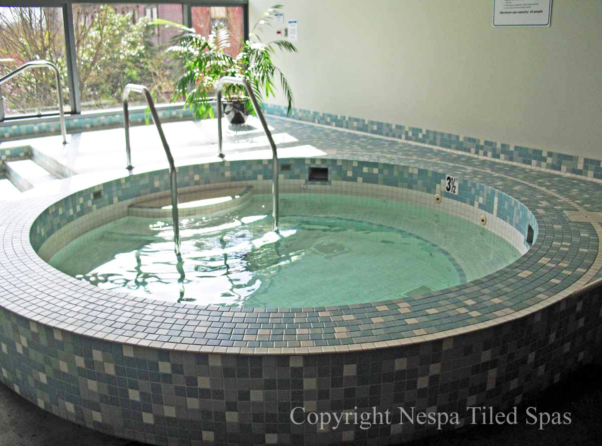 9\' Round Spa with Main Drain - NESPA Tiled Spas
